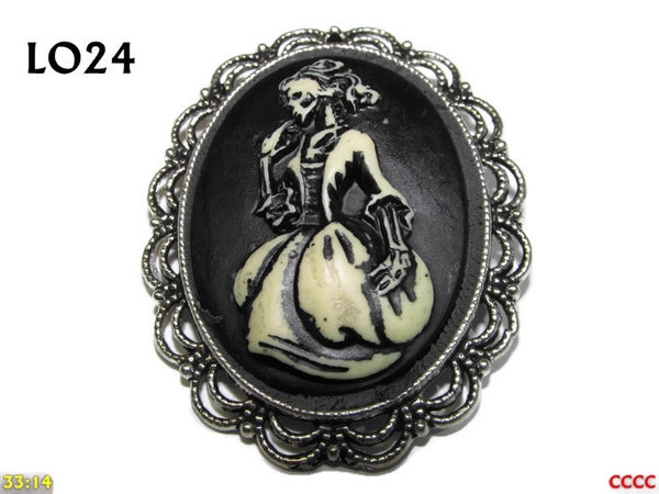 Badge / Brooch LO24, Oval Cameo, Ballgown , Silver setting (40x50mm)