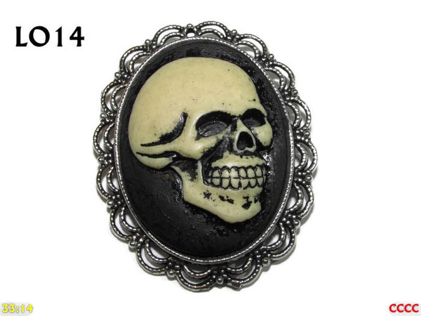 Badge / Brooch LO14, Oval Cameo, Cheeky Skull , Silver setting (40x50mm)