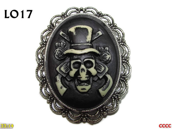 Badge / Brooch LO17, Oval Cameo, Top Hat Skull , Silver setting (40x50mm)