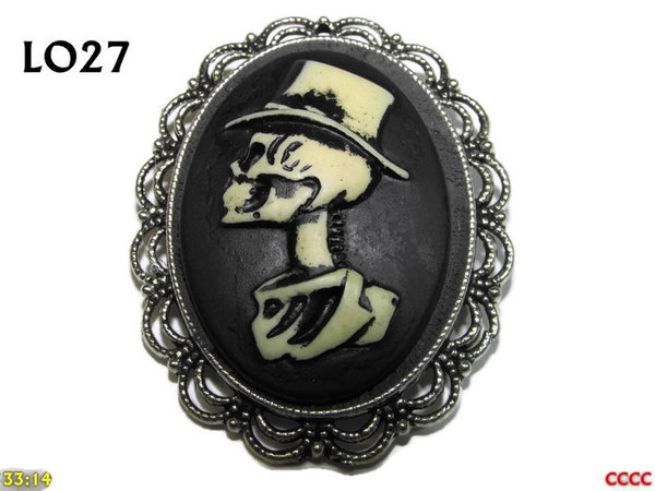 Badge / Brooch LO27, Oval Cameo, Gent, Silver setting (40x50mm)