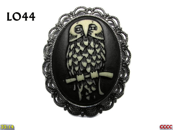 Badge / Brooch LO44, Oval Cameo, Owl, Silver setting (40x50mm)