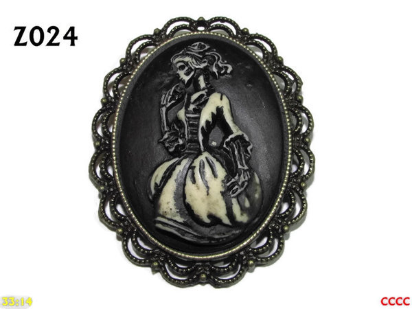 Badge / Brooch ZO24, Oval Cameo, Ballgown , Bronze setting (40x50mm)