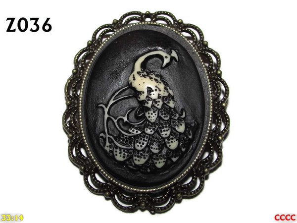 Badge / Brooch ZO36, Oval Cameo, Peacock, Bronze setting (40x50mm)