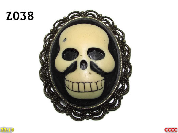 Badge / Brooch ZO38, Oval Cameo, Smiley Skull, Bronze setting (40x50mm)