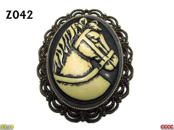 Badge / Brooch ZO42, Oval Cameo, Horse, Bronze setting (40x50mm)