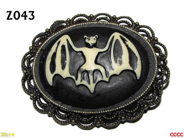 Badge / Brooch ZO43, Oval Cameo, Bat, Bronze setting (40x50mm)