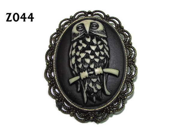 Badge / Brooch ZO44, Oval Cameo, Owl, Bronze setting (40x50mm)