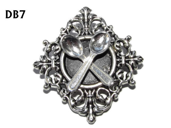 Lapel badge, DB07, Spoons design, diamond shaped silver setting (34x37mm)