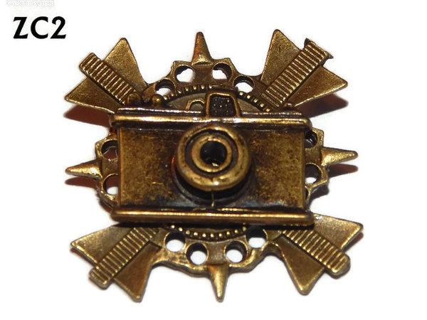 Badge / Brooch. ZC02, Bronze Camera, bronze cross backing. (35x35mm)