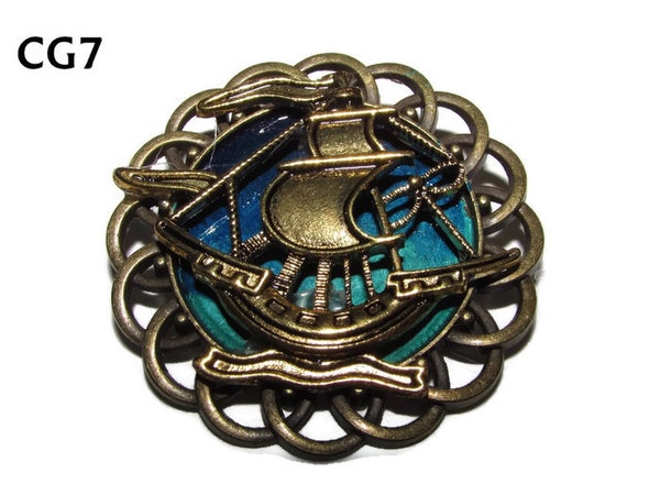 Badge / Brooch, CG07, Ship gold, Green/Blue, Round Curly Edge, (44mm dia)