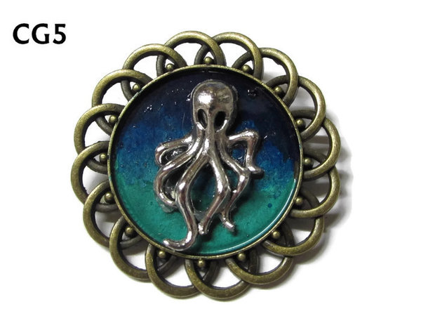 Badge / Brooch, CG05, small Octopus silver, Green/Blue, Round Curly Edge, (44mm dia)