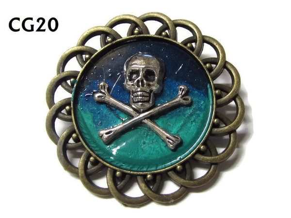 Badge / Brooch, CG20, Skull & Crossbones silver, Green/Blue, Round Curly Edge, (44mm dia)