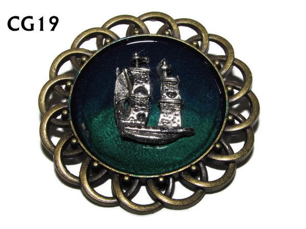 Badge / Brooch, CG19, Ship silver, Green/Blue, Round Curly Edge, (44mm dia)