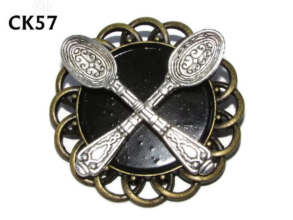 Badge / Brooch, CK57, Spoons, Black, Round Curly Edge, (44mm dia)