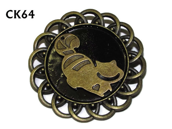 Badge / Brooch, CK64, Cheshire Cat, Black, Round Curly Edge, (44mm dia)