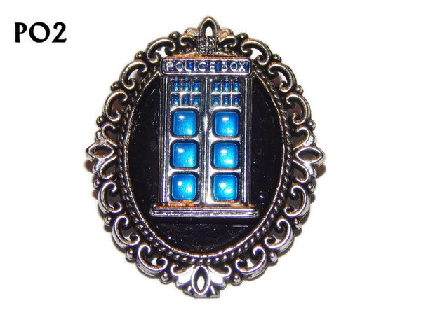 Badge / Brooch, PO02, Tardis / Police Box, Oval Backing, (30x37mm approx)
