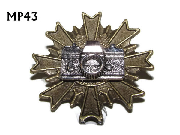Badge, MP43, Silver Camera, Multi-pointed Bronze backing, (32x32mm)
