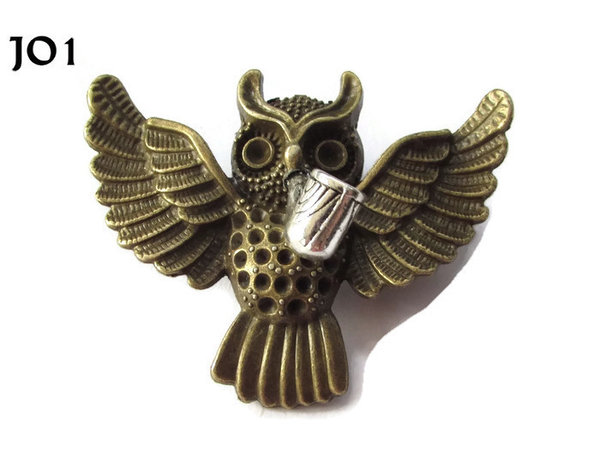 Badge / Brooch, JO01, Bronze Flying Owl with Pipe. (55x47mm)