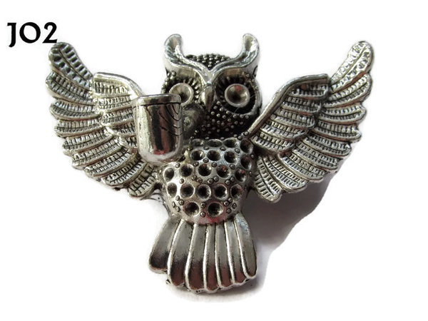 Badge / Brooch, JO02, Silver Flying Owl with Pipe. (55x47mm)