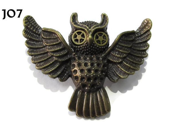 Badge / Brooch, JO07, Bronze Flying Owl with cog / gear eyes. (55x47mm)