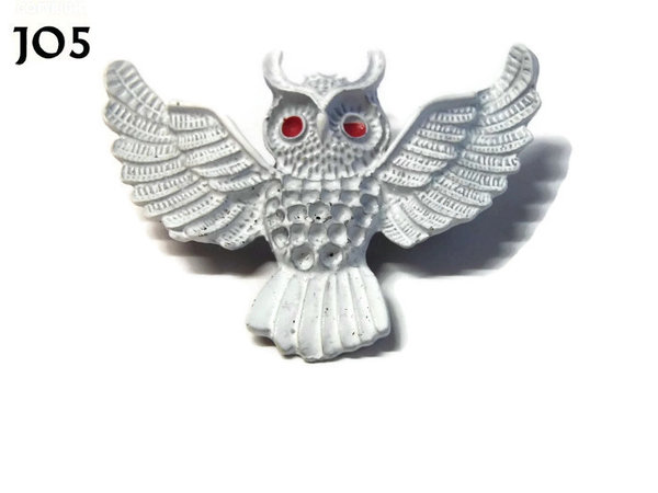 Badge / Brooch, JO05, White Flying Owl with red eyes. (55x47mm)