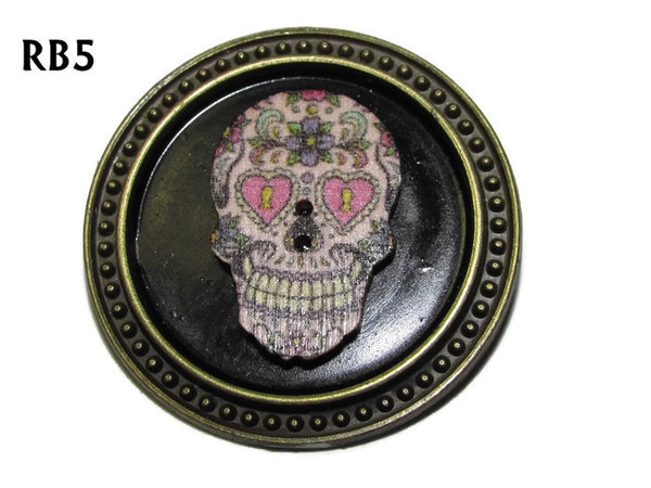 Badge / Brooch, RB05, Sugar Skull #1, silver setting with black background (39mm dia.)