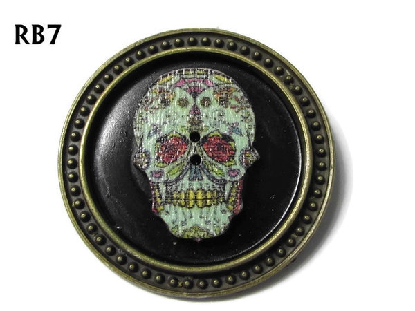 Badge / Brooch, RB07, Sugar Skull #4, silver setting with black background (39mm dia.)