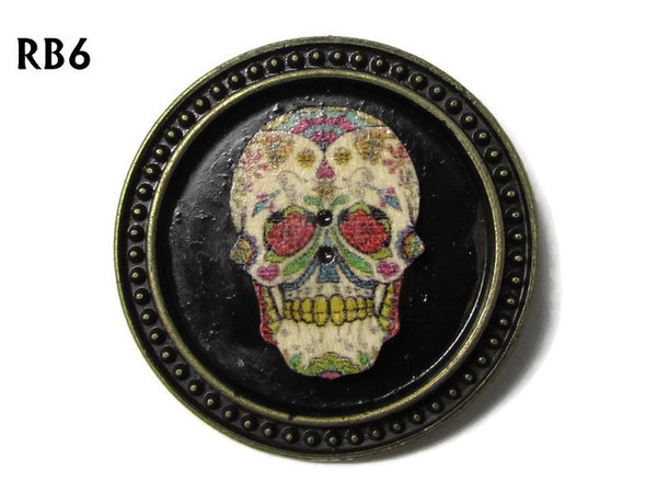 Badge / Brooch, RB06, Sugar Skull #3, silver setting with black background (39mm dia.)