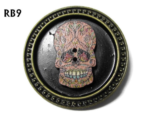 Badge / Brooch, RB09, Sugar Skull #6, silver setting with black background (39mm dia.)