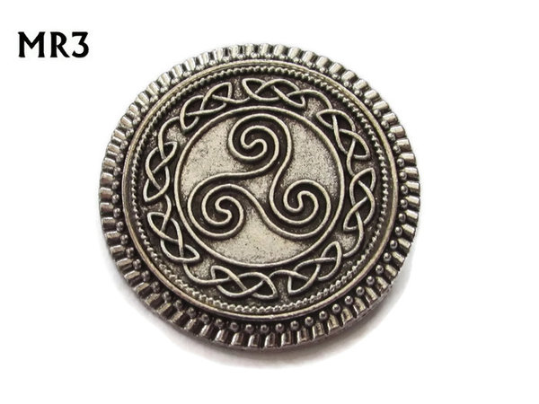 Badge / Brooch, MR03, Triskelion on background, Round Silver setting (32mm dia.)