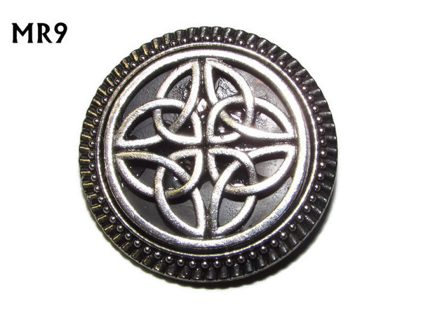 Badge / Brooch, MR09, Celtic Knot on Black background, Round Silver setting (32mm dia.)