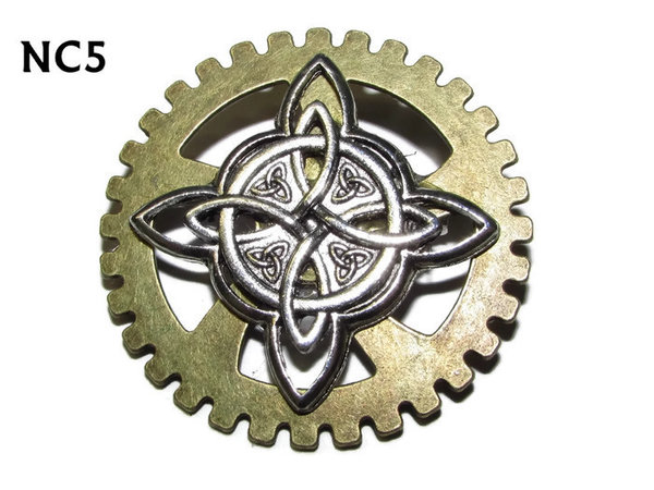 Badge / Brooch, NC05, Witch's Knot, Gear backing, (40mm dia.)
