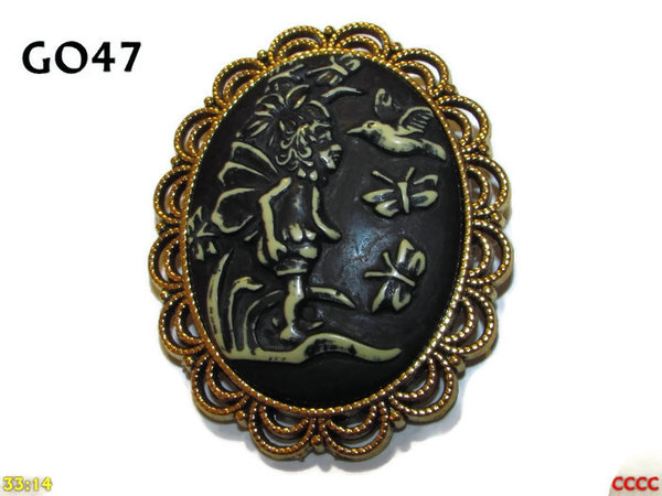 Badge / Brooch GO47, Oval Cameo, Child Fairy, Gold setting (40x50mm)