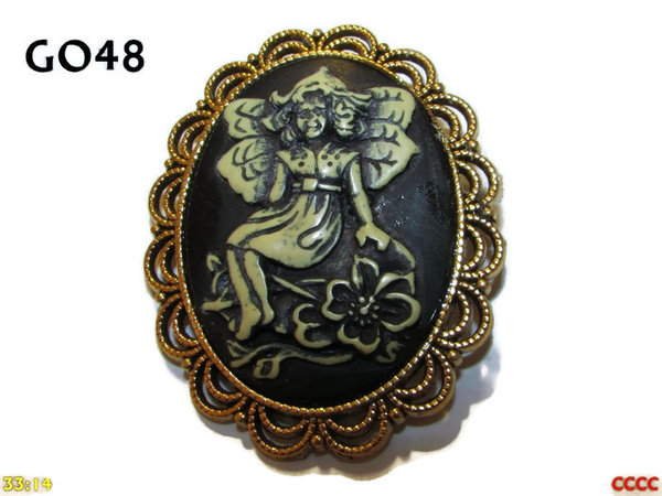 Badge / Brooch GO48, Oval Cameo, Sitting Fairy, Gold setting (40x50mm)