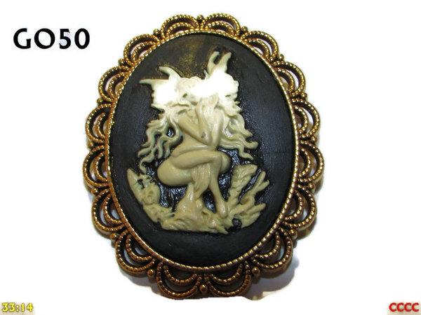 Badge / Brooch GO50, Oval Cameo, Cross legged fairy (white), Gold setting (40x50mm)