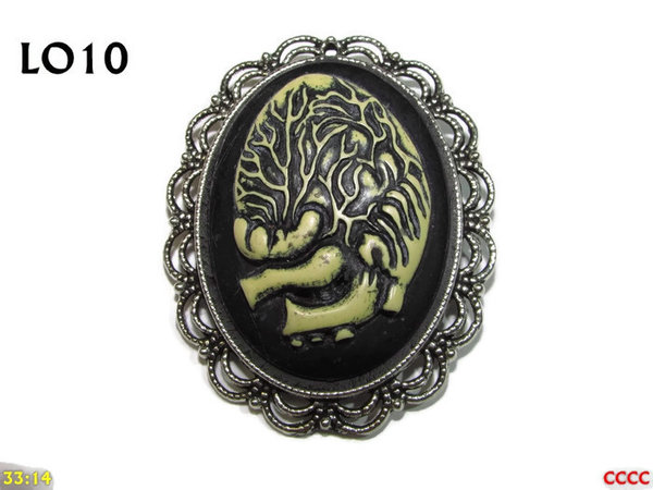 Badge / Brooch LO10, Oval Cameo, Heart , Silver setting (40x50mm)
