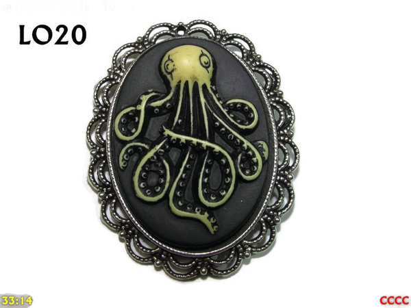 Badge / Brooch LO20, Oval Cameo, Kraken (tall) , Silver setting (40x50mm)