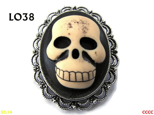 Badge / Brooch LO38, Oval Cameo, Smiley Skull, Silver setting (40x50mm)