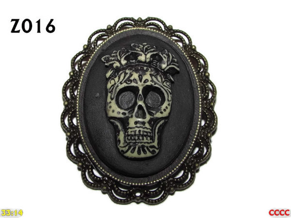 Badge / Brooch ZO16, Oval Cameo, Skull King, Bronze setting (40x50mm)