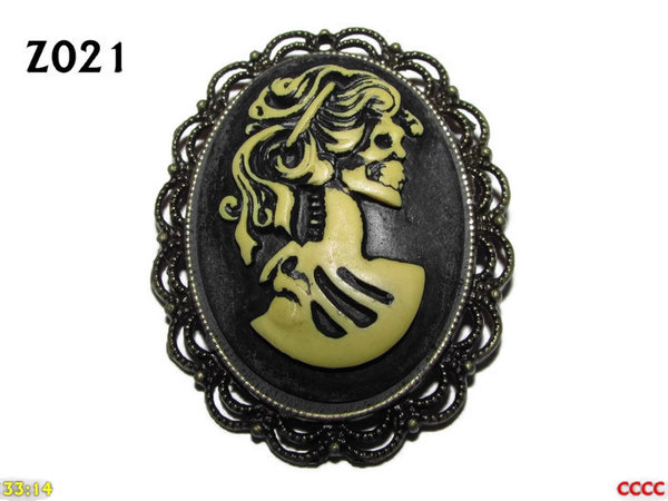 Badge / Brooch ZO21, Oval Cameo, Lady (Cream) , Bronze setting (40x50mm)