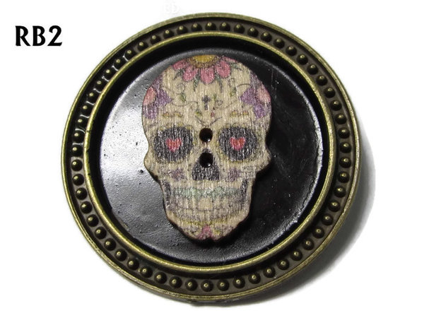 Badge / Brooch, RB02, Sugar Skull #2, bronze setting with black background (39mm dia.)