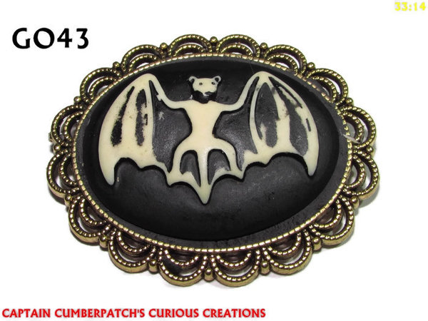 Badge / Brooch GO43, Oval Cameo, Bat, Gold setting (40x50mm)