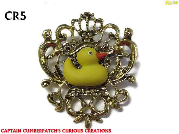 Badge / Brooch, CR05, Rubber Duck, Crest - gold / brass. (42x55mm)