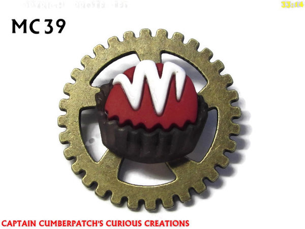 Badge / Brooch, MC39, Red Cupcake Chocolate Cake / Treat, (30mm dia)